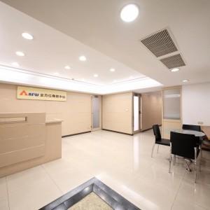 台北車站交通便利地段,到站即到辦公室,新光三越正後方,免費提供公司登記與會議室