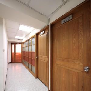 專屬個人商務桌5000元承租辦公室年約免租金1個月只到2/29